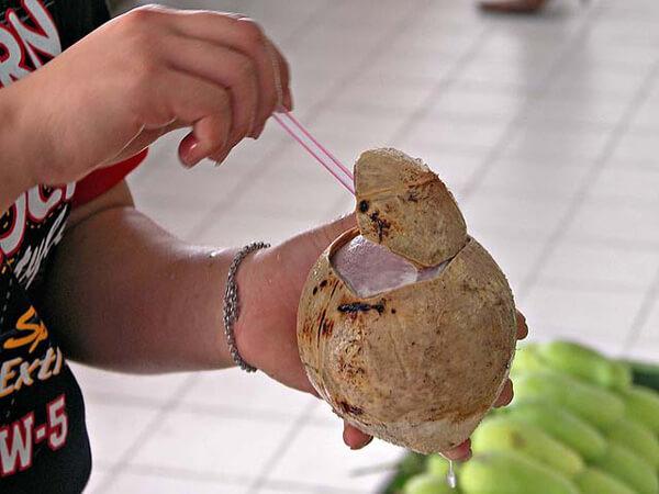 Đồ ăn vặt ở Bangkok